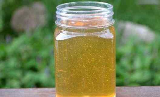 怎样喝蜂蜜水治便秘 如何吃蜂蜜治疗便秘 便秘吃蜂蜜的正确方法