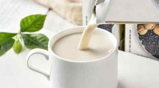 脱脂牛乳和生牛乳的区别 生牛乳和脱脂牛乳的区别 吃牛乳的好处