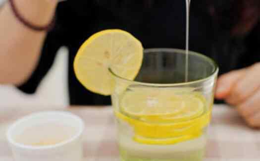 便秘喝蜂蜜水最佳时间 怎样喝蜂蜜水治便秘 便秘喝蜂蜜水最佳时间